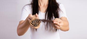 10 Tips Mengatasi Rambut Rontok Setelah Melahirkan