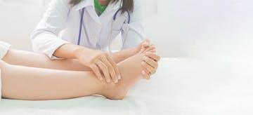 13 Cara Redakan Sakit Akibat Kaki Bengkak Saat Hamil