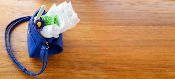 19 Barang Ini Harus Ada di Diaper Bag Saat Pergi dengan Bayi
