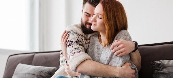 4 Manfaat Berpelukan untuk Hubungan yang Lebih Erat