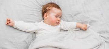 5 Alasan Bayi Berkeringat Saat Tidur. Berbahayakah?