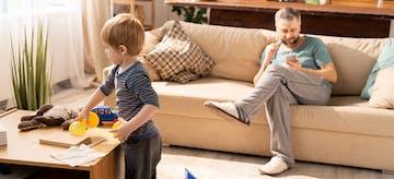 5 Dampak Negatif Gadget Orang Tua terhadap Anak