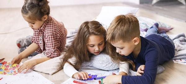 5 Manfaat Bermain dengan Teman Sebaya Bagi Si Kecil