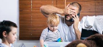 7 Penyebab Stres bagi Ayah Baru dan Tips Mengatasinya