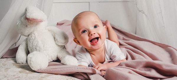 74 List Nama Bayi yang Artinya Pembawa Rezeki dan Keberuntungan