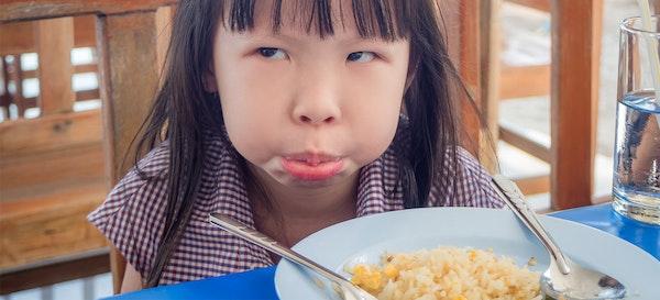 8 Alasan Kenapa Anak Susah Makan dan Mengemut Makanan