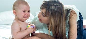 8 Cara Menenangkan Bayi Menangis