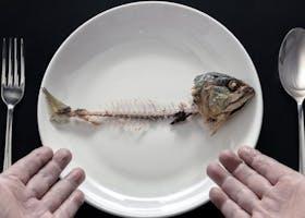 8 Cara Menghilangkan Tulang Ikan Tersangkut di Tenggorokan