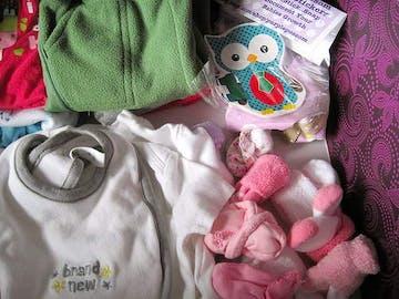 8 Tips untuk Membeli Baju Bayi