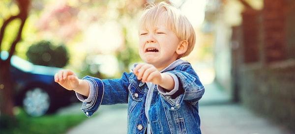 9 Cara Mengendalikan Emosi Anak dan Tips Ibu Lebih Bersabar