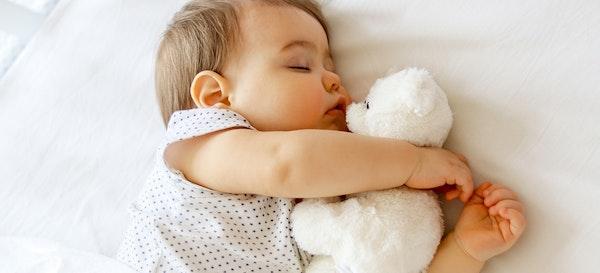9 Cara Menidurkan Bayi dengan Melatih Anak Tidur Sendiri