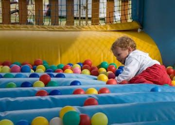 9 Permainan Seru yang Mencerdaskan Bayi
