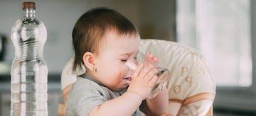 Jangan Asal, Ini lo Panduan Memberikan Air Putih untuk Bayi