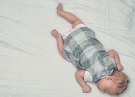 Bayi Tidur Tengkurap, Ini Manfaat Dan Risikonya