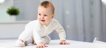 Bikin Meleleh, 10 Tingkah Bayi Lucu Sebelum Berusia 1 Tahun