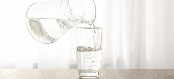 Bikin Tubuh Bugar, Ini 10 Manfaat Minum Air Hangat Setiap Hari