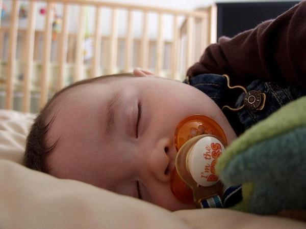 Bunda, Yuk Bantu Si Kecil Tidur Sesuai Jadwal!