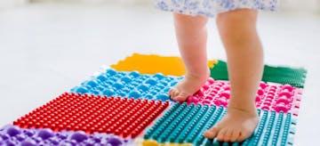 Cari Tahu Di Sini! Bayi Jalan Jinjit dan Cara Menanganinya