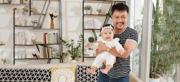 Dear Single Dad, Ini Tips Bagi Waktu Antara Anak dan Karier