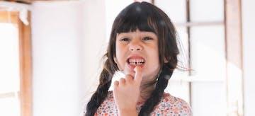 Hati-Hati! Gunakan Cara Tepat Mencabut Gigi Susu Anak Ini