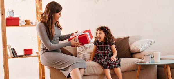Ini Caranya Memberi Anak Hadiah Agar Tidak Ketergantungan