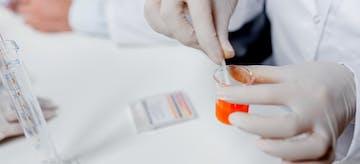 Ini Dia 7 Manfaat Tes Urin Saat Hamil