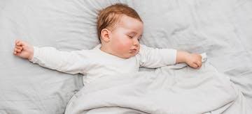 Inilah 12 Cara Melatih Bayi Tidur Sendiri