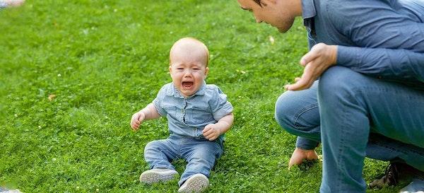 Jangan Langsung Digendong! Ini Manfaat Membiarkan Bayi Menangis