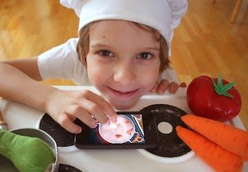 Jauhkan Anak Dari TV Dengan 7 Aktivitas Seru Di Dapur!