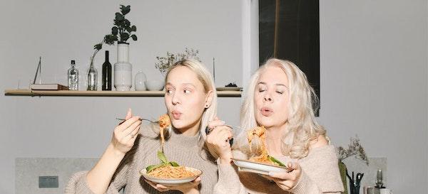 Kupas Tuntas Alasan Bolehkah Ibu Menyusui Makan Mie Instan