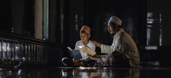 Mengajarkan Asmaul Husna Pada Anak, Lengkap Dengan Arti