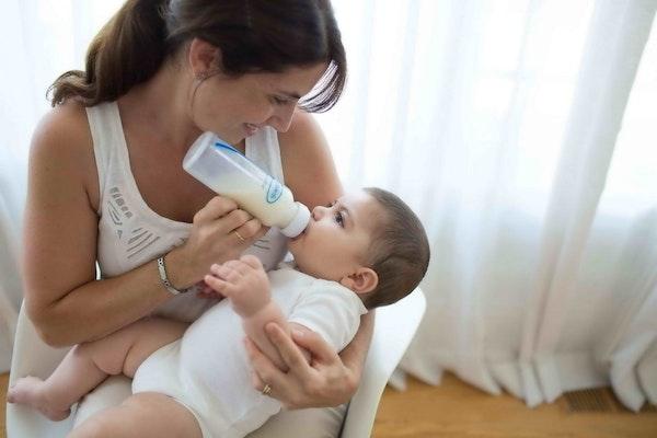 Mengatasi Bayi Kolik dengan Botol Susu Dr. Browns