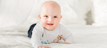 Menjawab Kapan Bayi Boleh Tummy Time dan Apa Manfaatnya