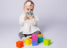 Sudahkah Si Kecil Mencapai Perkembangan Bayi 10 Bulan Ini?