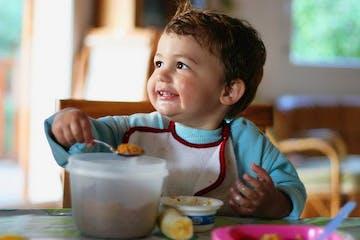 Tips Makan Bayi Umur 0-12 Bulan