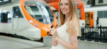 Tips Nyaman Naik Kereta atau Commuter Line untuk Ibu Hamil