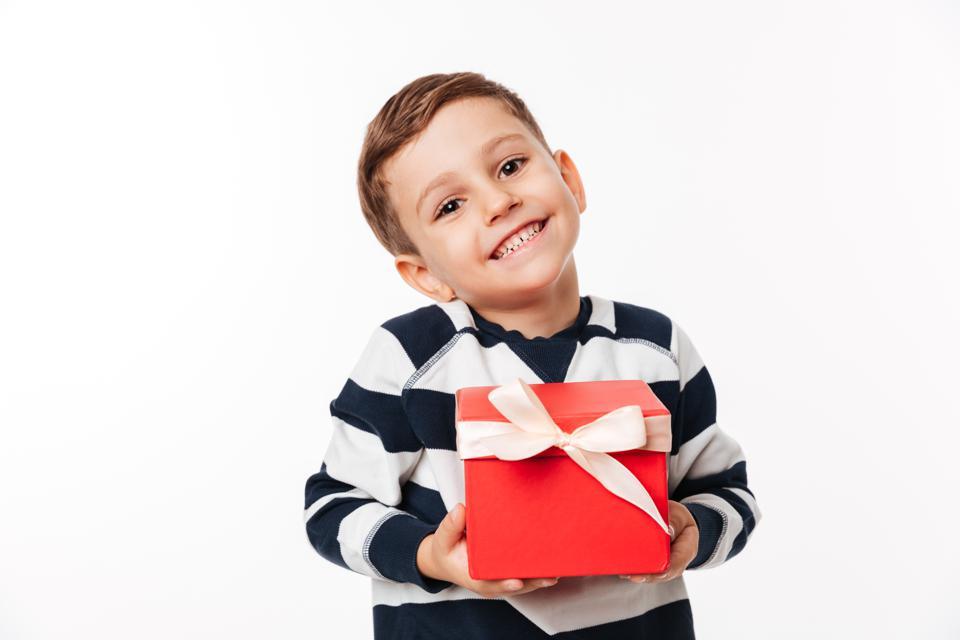 ini-caranya-memberi-anak-hadiah-agar-tidak-ketergantungan-1